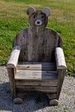 Presidenza di legno dell'orso Fotografia Stock