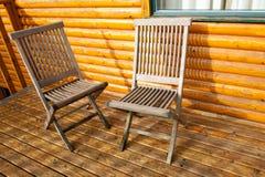 Presidenza di legno due sulla veranda Fotografia Stock