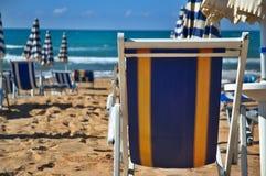 Presidenza di piattaforma sulla spiaggia Fotografia Stock Libera da Diritti