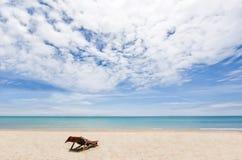 Presidenza di spiaggia sulla sabbia bianca che trascura Andaman Immagini Stock Libere da Diritti