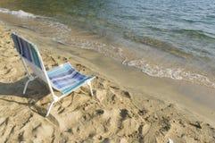 Presidenza di spiaggia vicino dalla spiaggia Fotografie Stock