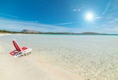 Presidenze di spiaggia su una spiaggia tropicale fotografia stock libera da diritti