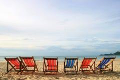 Presidenze di spiaggia variopinte Fotografia Stock