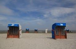 Presidenze di spiaggia vuote Immagini Stock Libere da Diritti