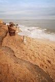 Presidenze e Tabelle su una spiaggia Fotografia Stock Libera da Diritti