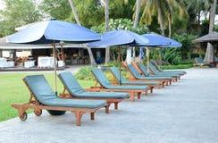 Presidenze ed ombrello di spiaggia Immagini Stock