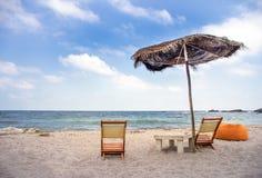 Presidenze ed ombrello di spiaggia Fotografia Stock Libera da Diritti