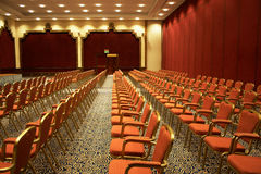 Presidenze nella sala per conferenze Immagini Stock Libere da Diritti