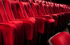 Presidenze rosse del teatro Fotografia Stock