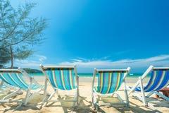Presidera stranden för avkoppling på den tropiska stranden, dagsljus för s Arkivbild