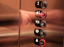 Presionar el botón del elevador Foto de archivo libre de regalías
