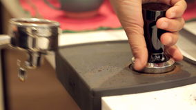 Presionar el café molido del genio metrajes