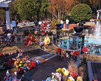 Presley Memorial Garden, Graceland. Elvis Presleys grave in the remembrance garden at Graceland, the home of Elvis Presley, Memphis, Tennessee, United States of stock image