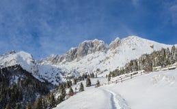 Presolana ist ein Gebirgszug des Orobie, italienische Alpen Landschaft im Winter nach Schneefälle Lizenzfreies Stockbild
