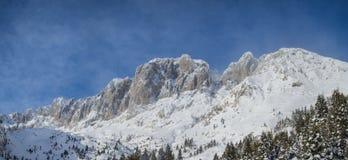 Presolana ist ein Gebirgszug des Orobie, italienische Alpen Landschaft im Winter nach Schneefälle Lizenzfreies Stockfoto