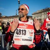 Presque 10,000 Santa participent au Babbo fonctionnant à Milan, Italie Image stock