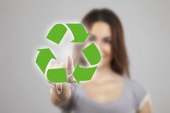 A pressão da mulher nova recicl ícones Fotos de Stock