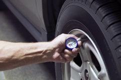 Pressão de pneu Fotos de Stock