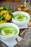 Pressa de gröna ärtorna för soppa. Royaltyfri Bild