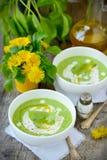 Pressa de gröna ärtorna för soppa. Arkivbilder
