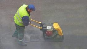 pressa för asfalt samman royaltyfria bilder