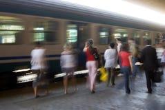 Pressa para tomar o trem Fotografia de Stock Royalty Free