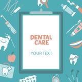 Presse-papiers médical avec le texte de soins dentaires Images libres de droits