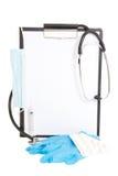 Presse-papiers noir avec la feuille de papier blanc et l'isolant de fournitures médicales Images stock