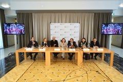 Pressekonferenz von Künstlern und von Organisatoren der großartigen Darstellung unserer Zeit Lizenzfreies Stockbild