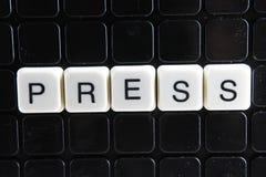 Pressez les mots croisé de mot des textes La lettre d'alphabet bloque le fond de texture de jeu Lettres alphabétiques blanches su Image libre de droits