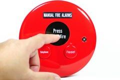 Pressing de doigt sur l'alarme d'incendie manuelle Image libre de droits