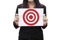 Pressing fonctionnant de main de chef de femme d'affaires sur la cible Photo libre de droits