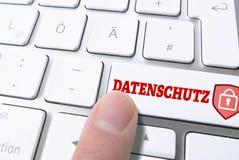 Pressionar a chave etiquetou DATENSCHUTZ, alemão para a privacidade de dados, no teclado do keyboardputer do computador Imagem de Stock