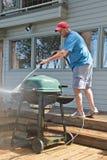 Pressione che lava barbecue esterno Fotografia Stock Libera da Diritti