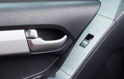 Pressione a porta de carro do botão foto de stock