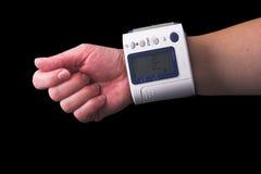Pressione sanguigna di misurazione Fotografie Stock Libere da Diritti