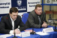Presskonferens för journalister med deltagande av ledningen av Gorky den auto växten Arkivbilder