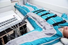 Pressotherapy Massage lymphatique de drainage Cosmétologie de matériel Soin de fuselage Sculpter non chirurgical de corps anti-ce photos libres de droits