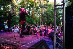 Prestaties van de popgroep ` Chumatsky Shlyakh ` 10 Juni, 2017 in Tcherkassy, de Oekraïne stock fotografie