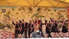 Prestaties van de volks Georgische dans stock videobeelden