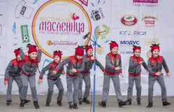 Prestaties van het ensemble van de kinderendans van Maslenitsa Stock Foto's