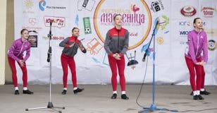 Prestaties van het ensemble van de kinderendans van Maslenitsa in Gorky Stock Fotografie