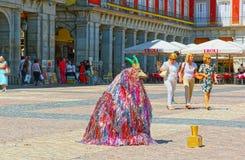 Prestatieskunstenaar het Fonkelen Geit op centrale squar van de Pleinburgemeester Royalty-vrije Stock Afbeeldingen