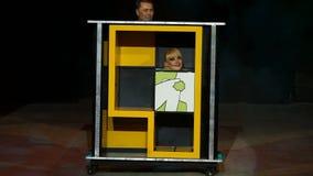 Prestatiestovenaar in het circus stock videobeelden
