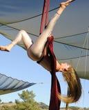 Prestazione aerea dell'acrobata fotografie stock libere da diritti