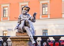 Prestazione all'aperto a St Petersburg pantomime di estate di 2016 Prestazioni della via il godimento di vita Fotografia Stock Libera da Diritti