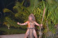 Prestazione culturale di Islander del cuoco polinesiano nel cuoco di Rarotonga fotografie stock libere da diritti