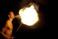 Prestazione del Fire-eater Fotografie Stock Libere da Diritti