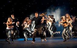Prestazione del gruppo di dancing Immagine Stock Libera da Diritti