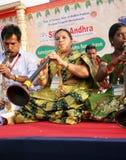 Prestazione del gruppo di musica tradizionale indiana Fotografie Stock